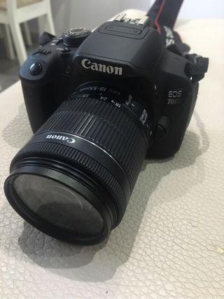 Camara reflex Canon eos 700D + objetivo 28-300 ff