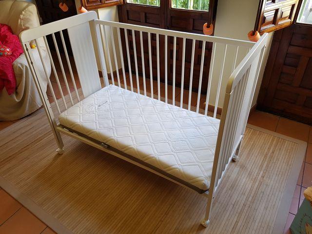 Cuna madera maciza con colchón y funda