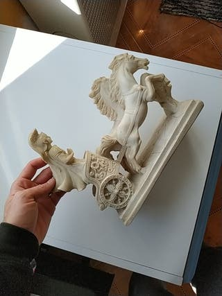 Figura antigua de marmolina