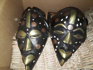 Máscara africana con monedas reales artesanía