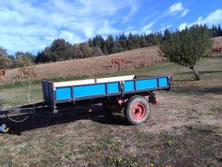 Remolque agrícola con basculante