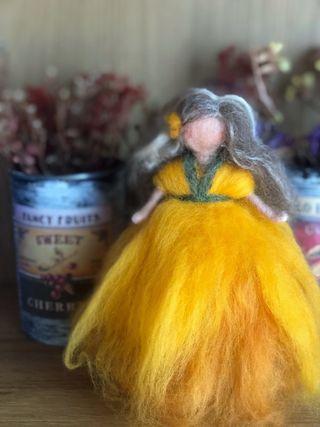 Hada Waldorf hecha con lana merino