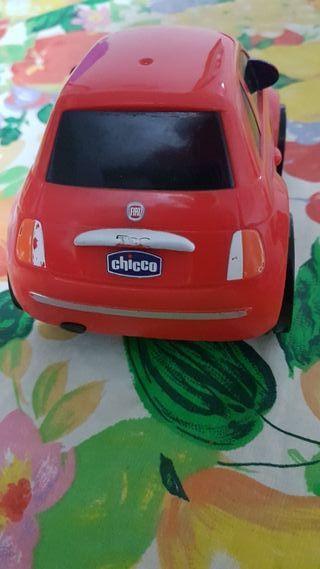 un coche infantil