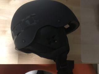 Casco con orejeras para kitesurf marca ion