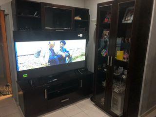 Mesa de tv + vitrina y mueble de arriba