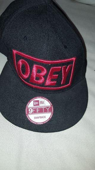Gorra negra con letras de segunda mano en la provincia de Madrid en ... 6e71541b57c