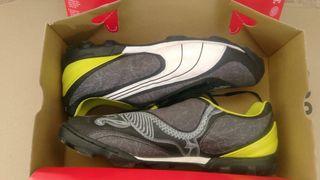botas de fútbol puma número 44