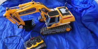 excavadora juguete. con mando
