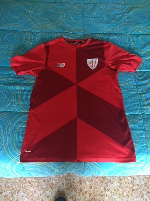 a32f3be54c835 Camiseta entrenamiento Athletic Club 2017 18 de segunda mano por 25 ...