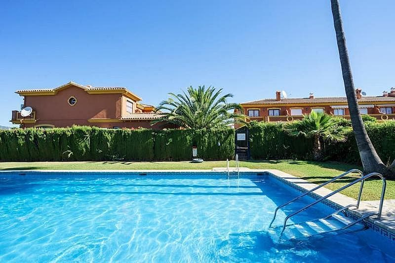 Casa adosada en alquiler en Estepona (Atalaya Isdabe, Málaga)