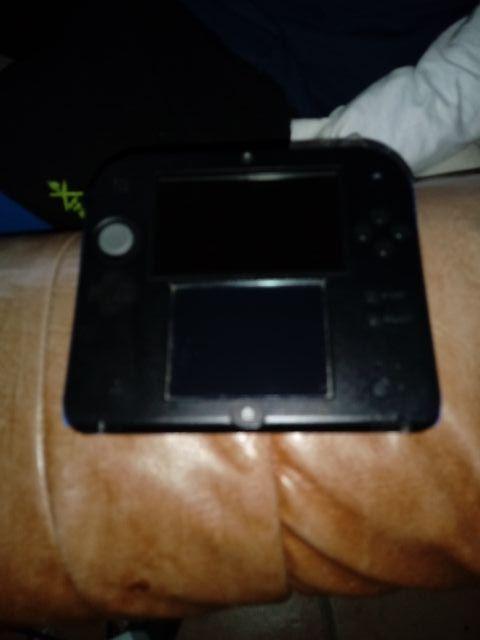 2 Nintendo 2ds una azul y otra rosa.