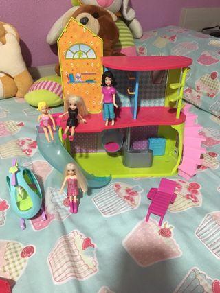 Casa de polipokert con muñecas