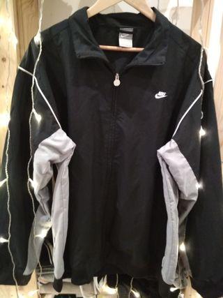 Chaqueta Nike negra de segunda mano en Barcelona en WALLAPOP 345a4f7c717
