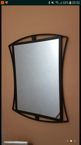 espejo con marco de hierro