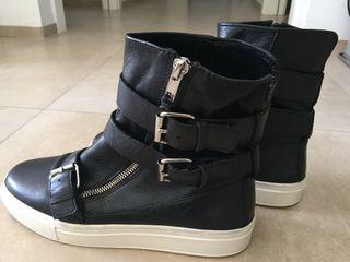 Botas piel negras