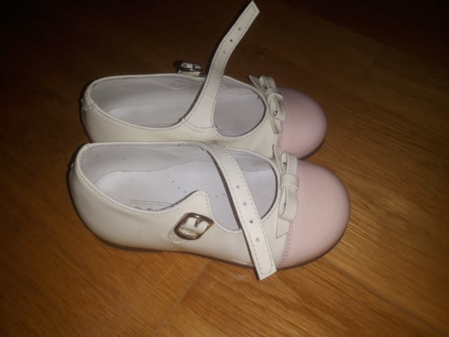 07879ce50 Zapatos niña numero 22 de segunda mano por 25 € en Burgos en WALLAPOP