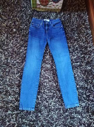 Pantalones vaqueros Zara talla 46 de segunda mano por 8 € en