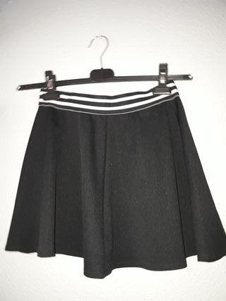 Falda de volantes negra
