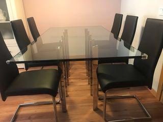 Mesa de salón y sillas