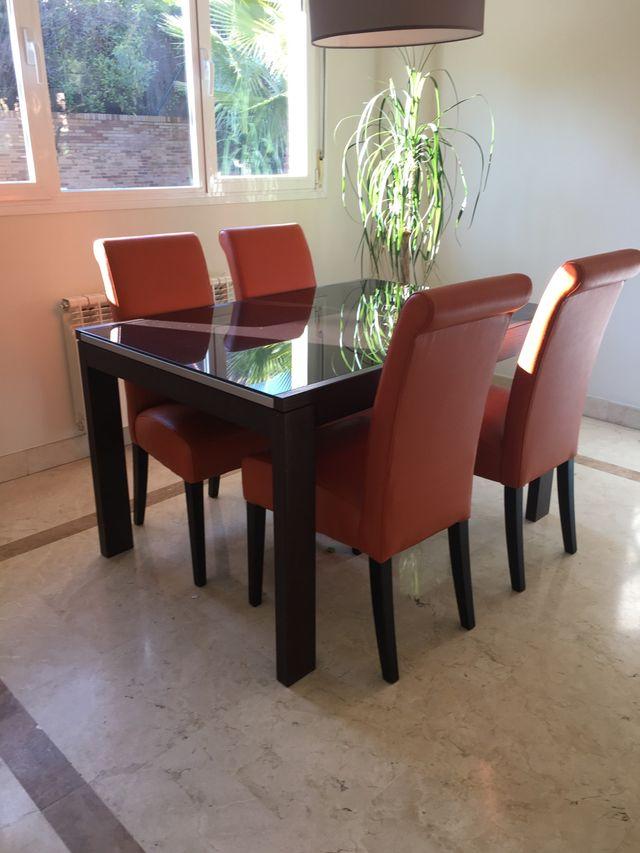 Mesa comedor madera-cristal y sillas de segunda mano por 380 € en ...