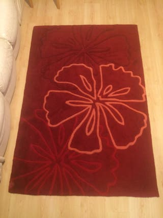 Beautiful Red Rug (70*47 inches, 180*120 cm)