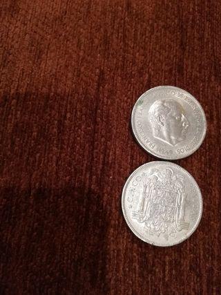 dos monedas de cinco pesetas de las grandes