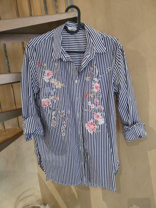 camisa rayas y flores
