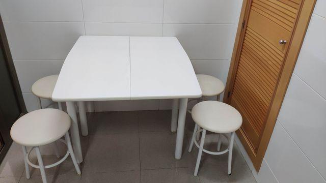 Mesa plegable para cocina con 4 banquitos de segunda mano por 20 ...