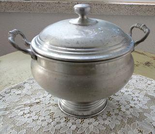 Sopera antigua de aluminio