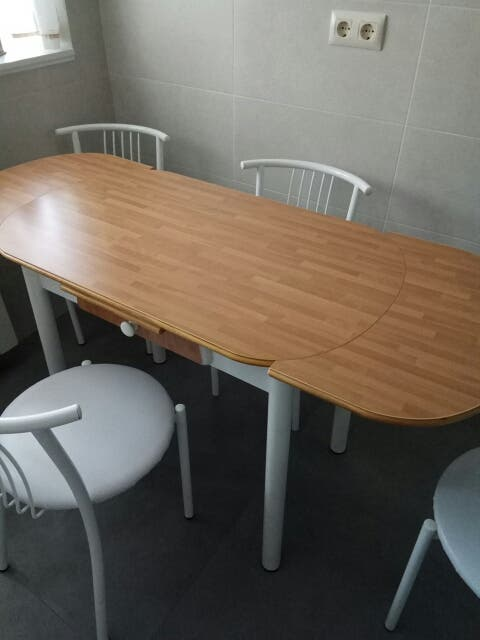 Conjunto mesa de cocina y 4 sillas de segunda mano por 80 € en ...