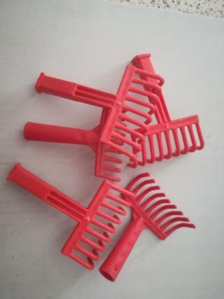 rastrillo plástico mango rojo