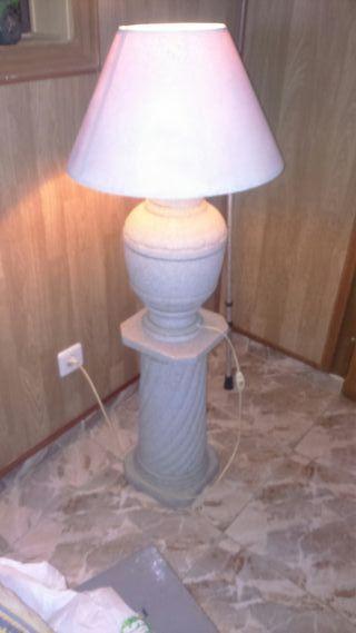 lámpara de pie con pedestal