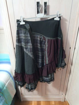 falda escalonada.