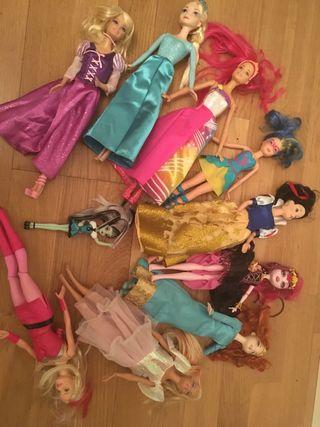 Colección de Barbies y princesas