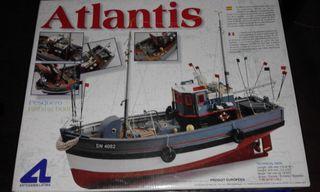 "Maqueta de Madera. Barco de pesca ""ATLANTIS""."
