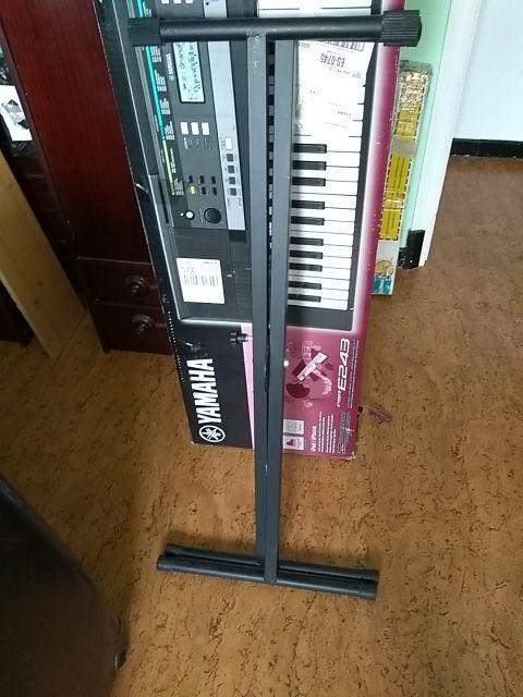 órgano Yamaha E243.