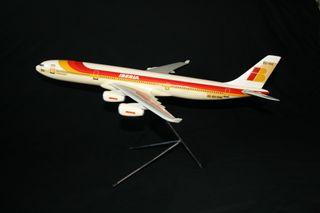 MAQUETA AVIÓN AIRBUS 340-300 IBERIA