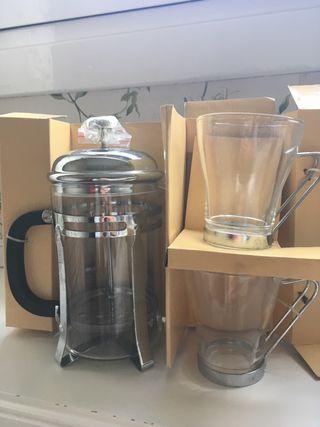 Cafetera / Tetera con dos tazas