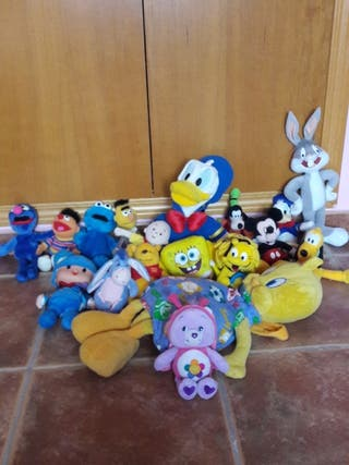 JUGUETES. Lote peluches