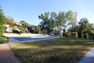 Chalet con piscina y 3900 m2 de parcela en Altea