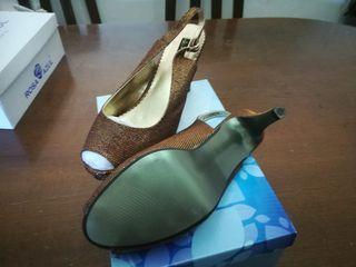zapatos color bronce