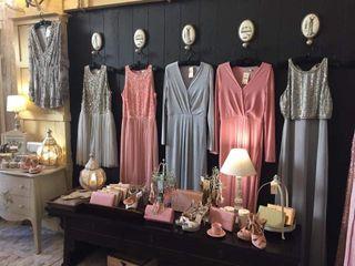 vestido largo gris tachuelas