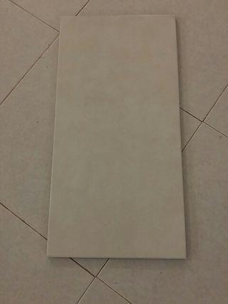8,3 m2 de baldosas blancas de pared