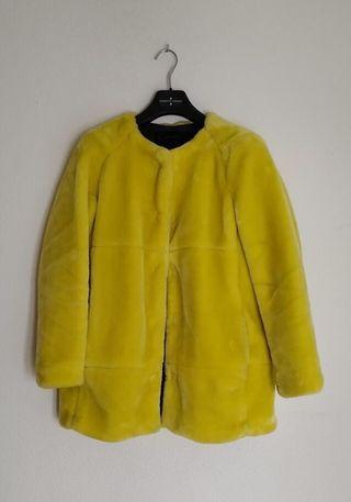 Abrigo amarillo pelo Zara de segunda mano por 50 € en