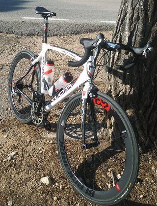 bicicleta carretera de carbono kuota specialized