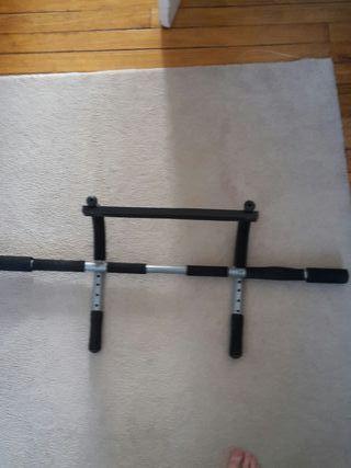 Barra dominadas, flexiones y tríceps