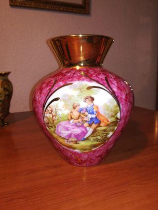Jarrón antiguo porcelana.
