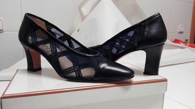 9d12bf46102 Zapatos mujer azul marino talla 39. de segunda mano por 30 € en ...
