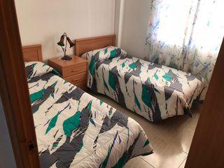 Muebles dormitorio: 2 camas y 1 armario