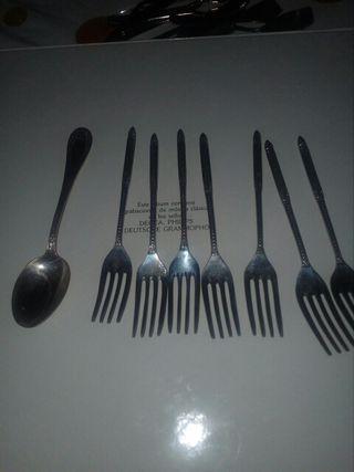 tenedores de acero inoxidable grabados y 1 cuchara
